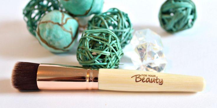 """for your Beauty Professional Foundation Pinsel – Review  Bisher verwendete ich immer meine Finger zum Auftragen von Make-Up. Gestern habe ich mir den """"for your Beauty Professional Foundation Pinsel"""" gekauft. Wie er mir gefällt? Lest selbst"""
