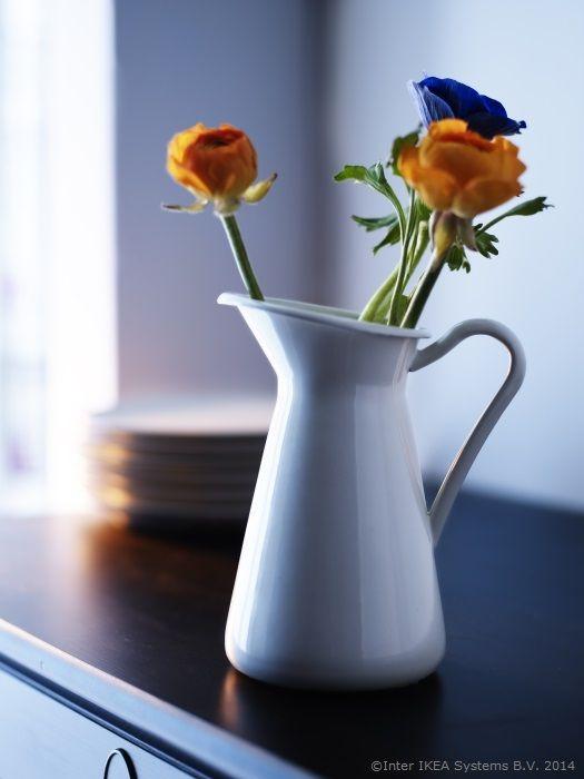 Florile oferite din dragoste arată parcă puțin mai frumos.   www.IKEA.ro/vaza_SOCKERART