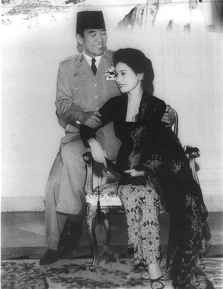Dewi Soekarno / velvet kebaya