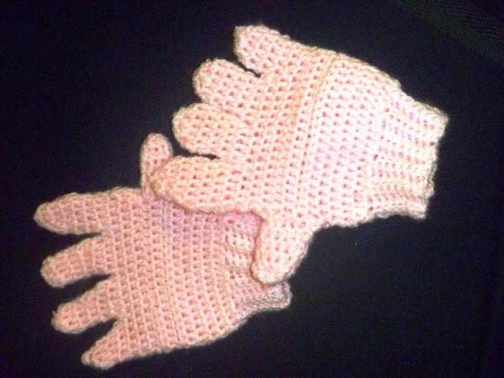 Trabalhos da vovó Sônia: Luvas infantis rosa Nina - crochê