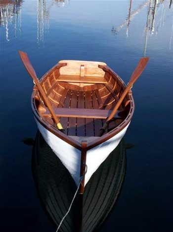 I would love to have a row boat like this. Its alot like Joey Potter's fro m Dawson's Creek.