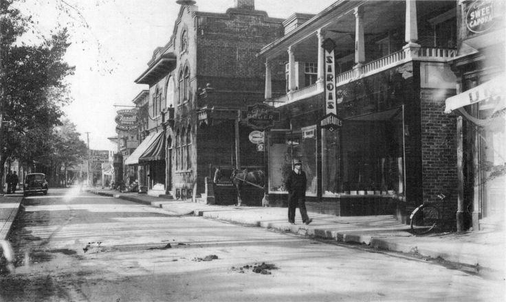 Le coeur de Saint-Thomas | La rue St-Jean-Baptiste et la maison Ludger-Gagnon dans les années 1940. © Société d'histoire de Montmagny.