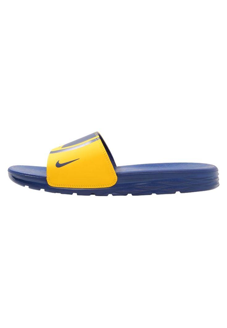¡Consigue este tipo de sandalias de dedo de Nike Performance ahora! Haz clic para ver los detalles. Envíos gratis a toda España. Nike Performance BENASSI SOLARSOFT NBA Chanclas de baño amarillo/rush blue: Nike Performance BENASSI SOLARSOFT NBA Chanclas de baño amarillo/rush blue Deporte   | Material exterior: fibra sintética, Material interior: tela, Suela: fibra sintética, Plantilla: fibra sintética | Deporte ¡Haz tu pedido   y disfruta de gastos de enví-o gratuitos! (sandalias de ...