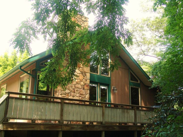 Somerfield Cabin at Yough Lake is a vacation rental in