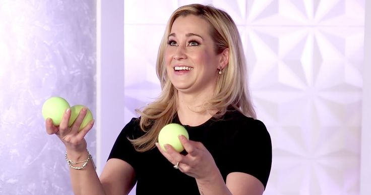 Us Weekly tried juggling with country star Kellie Pickler — see how it went down in this video