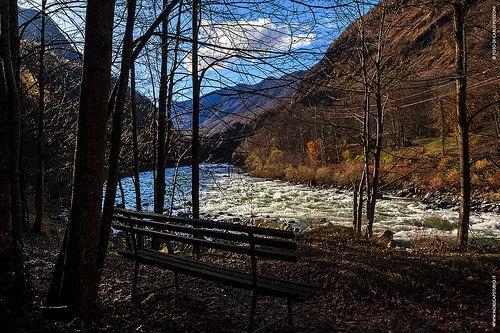 Panchina con vista. Fiume Sesia al termine del sentiero Rivalenti, Isola di Vocca, Valsesia. #valsesia #invalsesia. #sesia #fiume