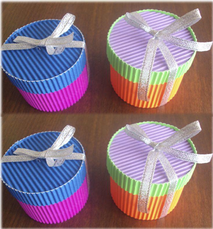 Cajitas redondas dulceros papel corrugado pinterest for Cajas de carton infantiles