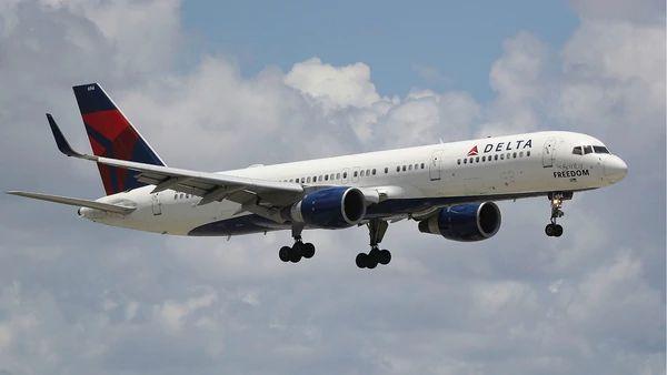 Dos pasajeros protagonizan un acto sexual en pleno vuelo - EL DEBATE
