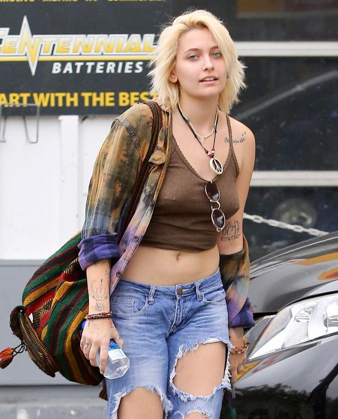 WALK IT OUT   Paris Jackson is spotted at a gas station in L.A. on Sunday. Star Tracks: Monday, Feb. 6, 2017