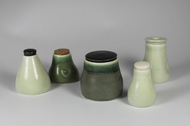 Ceramic jars Group of lidded jars, different glazes.  Keramik krukker med forskellige krukker.