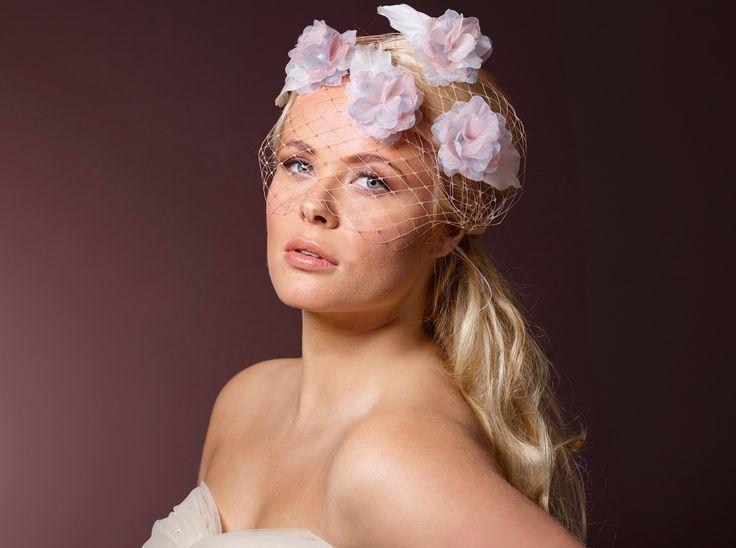 Leuke haarband met organza bloemen van #Poirier