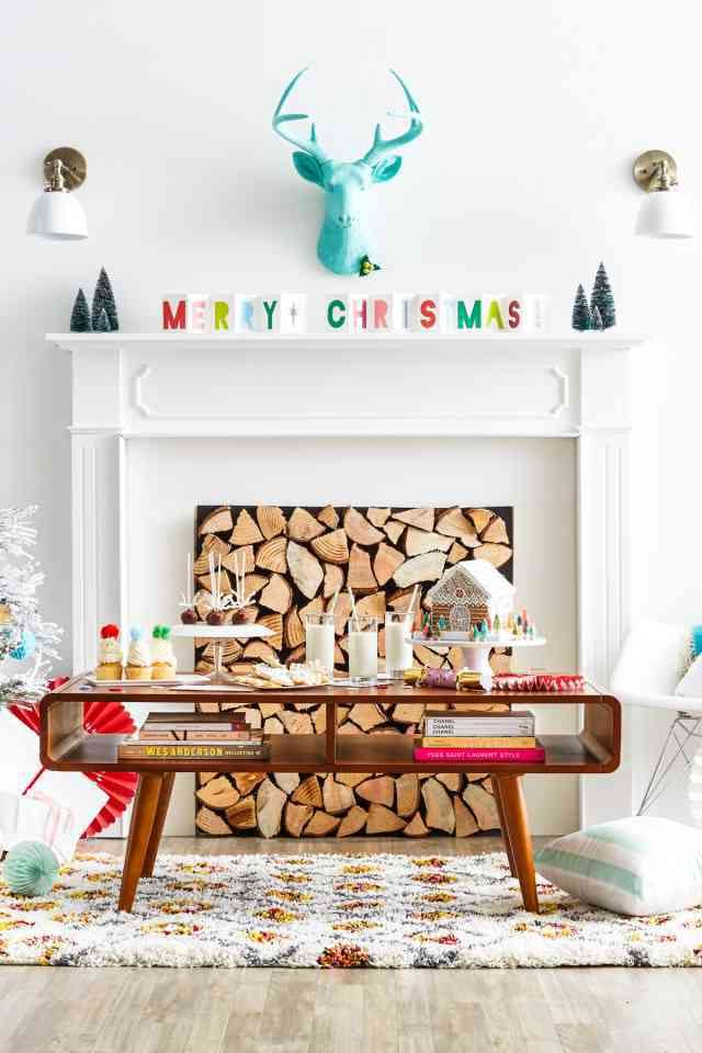 20 Gorgeous Holiday Mantels and over 200