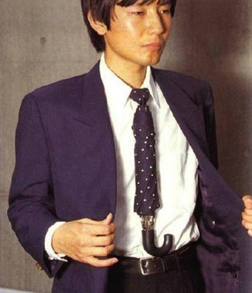 2 in 1 Az esős napok divatja: ernyő-nyakkendő Rainy fashion: umbrella-tie