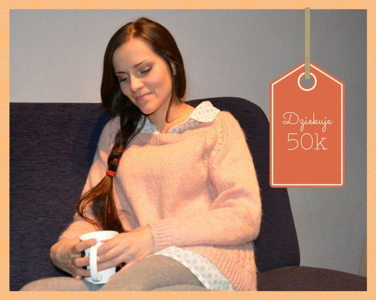 Podziękowanie   Mini stylizacja – Różowy sweter i szare rajstopy