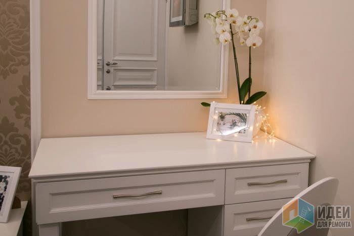 Интерьер спальни, белый туалетный столик в спальню