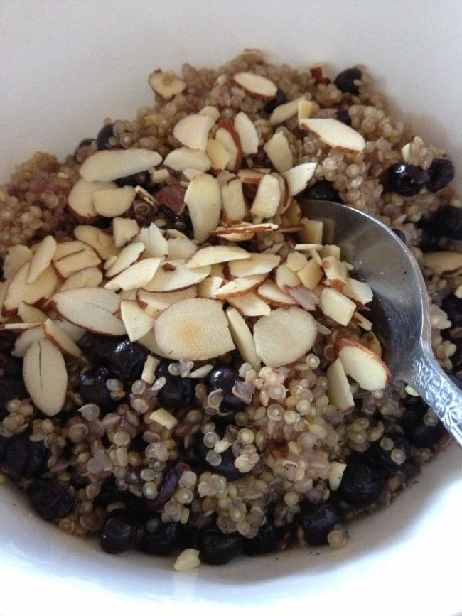 """SUPERFOOD BREAKFAST Blueberry Almond Breakfast Quinoa Recipe - For those of you who don't like oatmeal because """"it tastes like mush"""" you will most likely love the crunchy texture of quinoa for breakfast. #healthyeating #cleaneating #loseweightbyeating"""