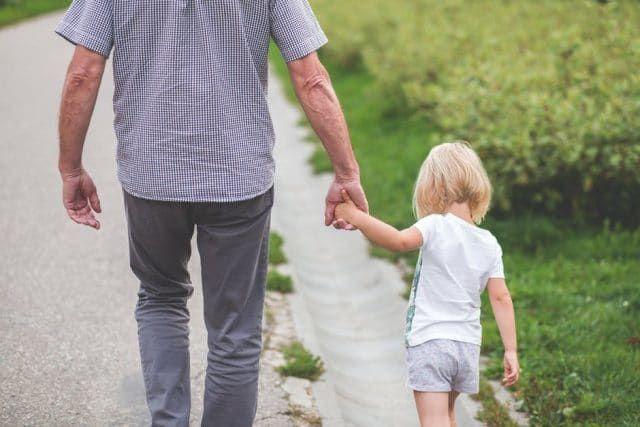 De gevolgen van het ontbreken van een liefdevolle verbinding met je ouder(s) werken door op energetisch niveau. Het creëert blokkades, met gevolgen voor je latere leven. Zowel het begrijpen van jouw rol als hooggevoelig kind als het toelaten van verdriet en boosheid, draagt bij aan je helingsproces. Dit verandert de relatie met je ouder(s) en er ontstaat ruimte voor liefde.