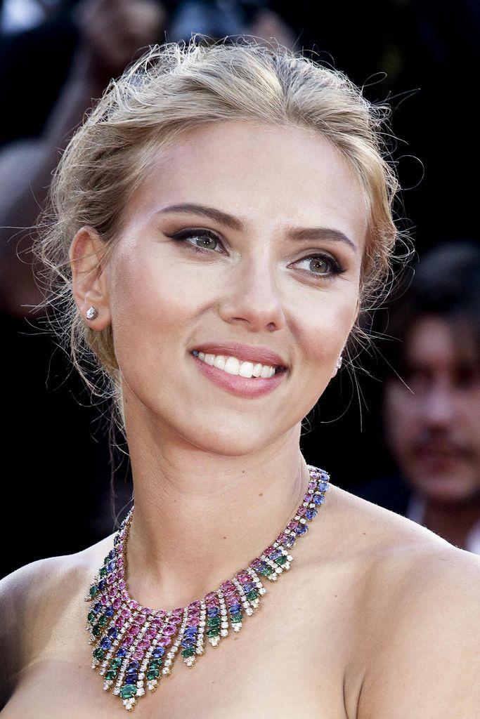 Scarlett Johansson, con un collar de Bvlgari.