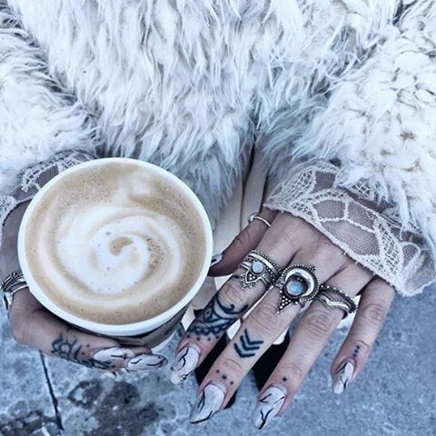 Queen   #tattoo#бохо#bohemian#silver#тату#хиппи#accessories#bohochic#space#winter#antique#nature#зима#boho#gypsy#hippy#gypsysoul#followforfollow#energy#meditation#likeforlike#l4l#f4f#vintage#peace#стиль#бохошик#мистика#неохиппи#hippie