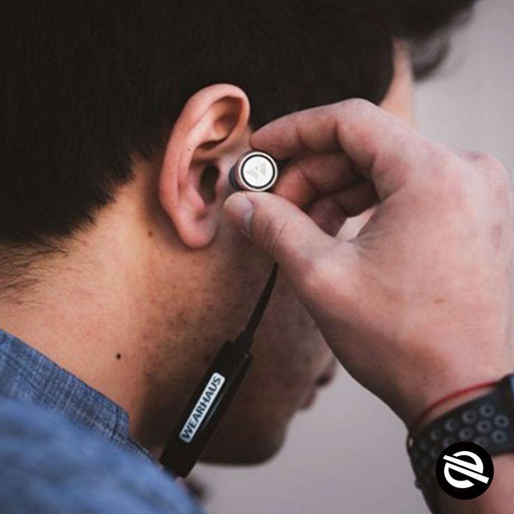 Tendências - Conheça o fone de ouvido sem fio que compartilha suas músicas com os outros  O Beam é resistente a suor, o que faz dele o fone de ouvido perfeito para a academia ou outras atividades físicas.