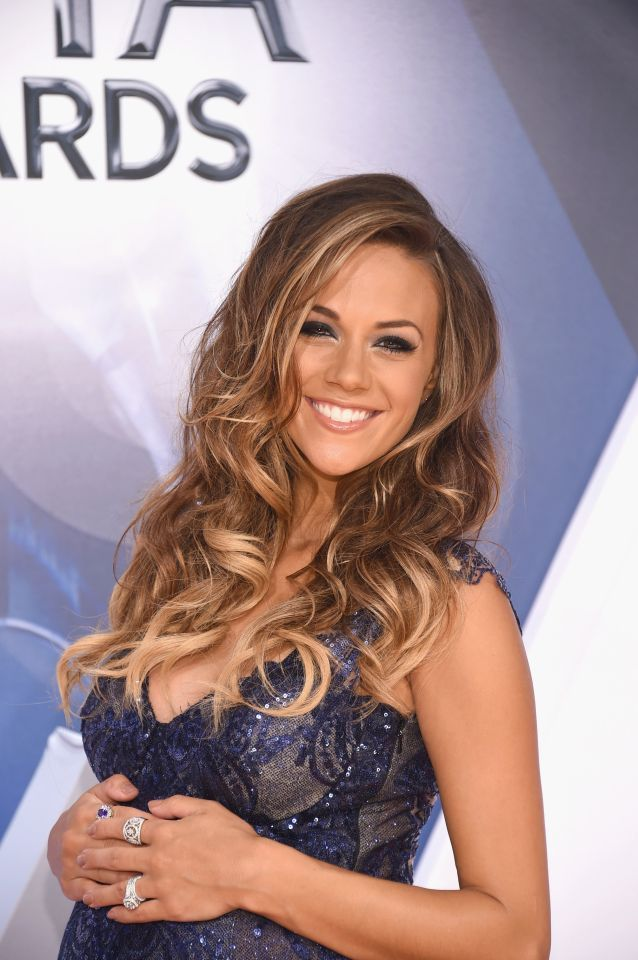Jana Kramer's stunning highlighted curls at the 2015 CMAs