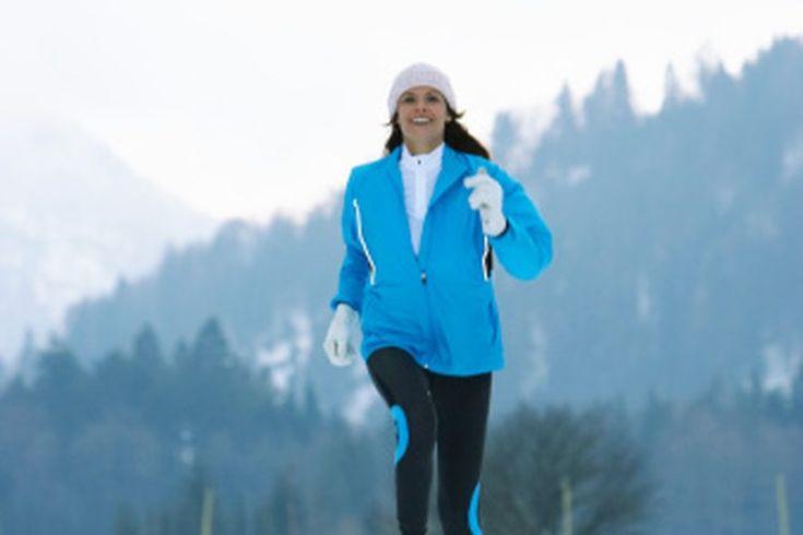 Las mejores calzas para correr en clima frío, a menos de 30 grados. En clima frío, muchos corredores hacen el cambio a un entrenamiento en máquinas de correr interiores. Ejercitar en el interior durante el invierno puede ayudarte a evitar condiciones peligrosas, como las heladas del camino, el ...