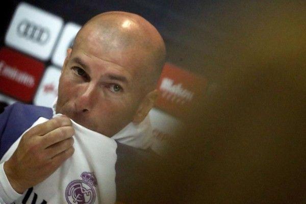 Zidane: «No estoy siendo injusto, tengo un inmenso respeto por mis jugadores» http://www.larazon.es/deportes/futbol/zidane-no-estoy-siendo-injusto-tengo-un-inmenso-respeto-por-mis-jugadores-LA15045781