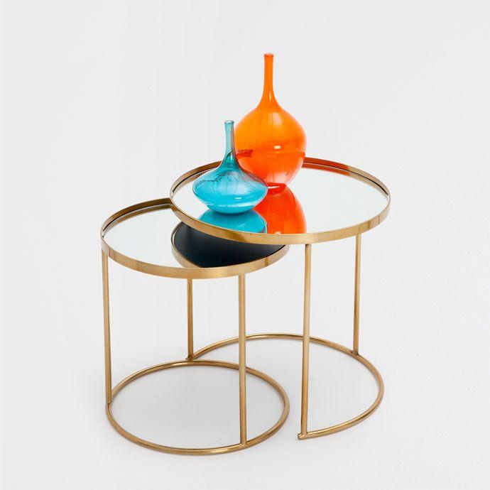 Traitement de la surface <br>-Finition métallisée 149€ <br>Composition de la surface <br>-Verre  <br><br>Dimensions <br>-Petite table : 37,5 x 40 cm <br>-Grande table : 45 x 46 cm