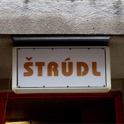 Byłeś, jesteś lub wybierasz się do Czech i/lub Pragi? Szukasz praktycznych informacji i inspiracji? Chcesz wiedzieć o Pradze i Czechach to co wiem ja? Jeżeli tak, to koniecznie zajrzyj na mojego bloga. Zapraszam!