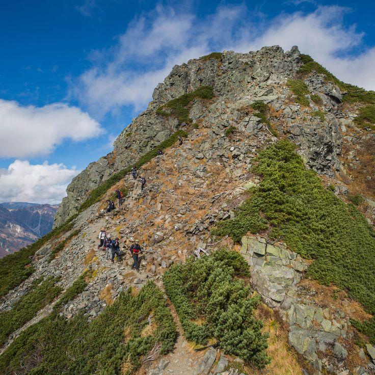 上高地から西穂高岳へと登りました。独標までの登山ですが紅葉シーズンの上高地は人が多く、西穂山荘も賑わってました。険しい岩と素晴らしい眺めの西穂高岳は難易度も高いですがとても良い山です。...