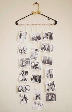 pêle mêle photos d'amies très original accroché à une cintre