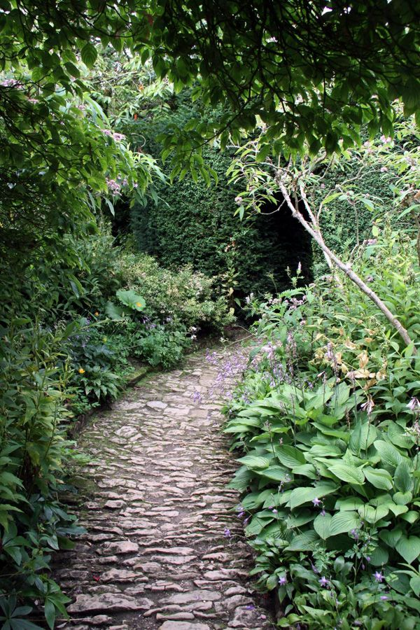 Here are 7 beautiful paths that will make you believe there's a secret garden at the end. Our garden won't be long enough for this, but ooooo...