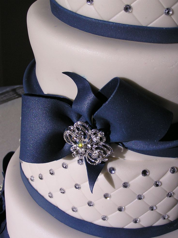 Navy+Blue+and+white+wedding+cake