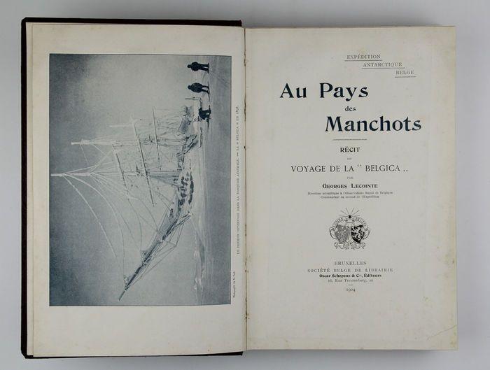"""Georges Lecointe - naar het land van de pinguïns (Zuidpool) - 1904  Georges Lecointe was tweede in bevel op de """"Belgica"""" en Roald Amundsen ook deelgenomen als luitenant. Bevat een heleboel mooie foto's waaronder een van Amundsen die later de eerste Antarctische expeditie leidde naar het bereiken van de Zuidpool tussen 1910 en 1912. Hij was ook de eerste persoon te bereiken van zowel de Noord- en Zuidpool.De titel betekent """"Pays des manchots"""" """"Land van de pinguïns"""". Bruxelles Oscar Schepens…"""
