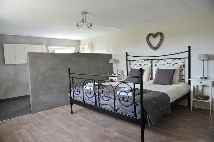 Master bedroom in vakantiewoning Logeer & Sfeer