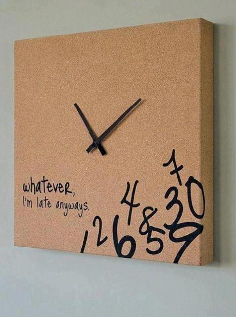 Reloj, con corcho, forra un lienzo con corcho y solo agrega el sistema de un reloj, decoralo con un marcador permanente y listo. Vive Regio