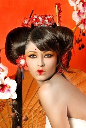 """Sesión de fotos bajo el tema """"A Japón en un suspiro""""   Fotografía: Cuitláhuac Correa  Vestido y accesorios:  Bride´n Formal  Maquillaje y peinado: Hugo Alejandro  Modelos: Virginia Robiola y Belén García, para Avenue Modelos"""