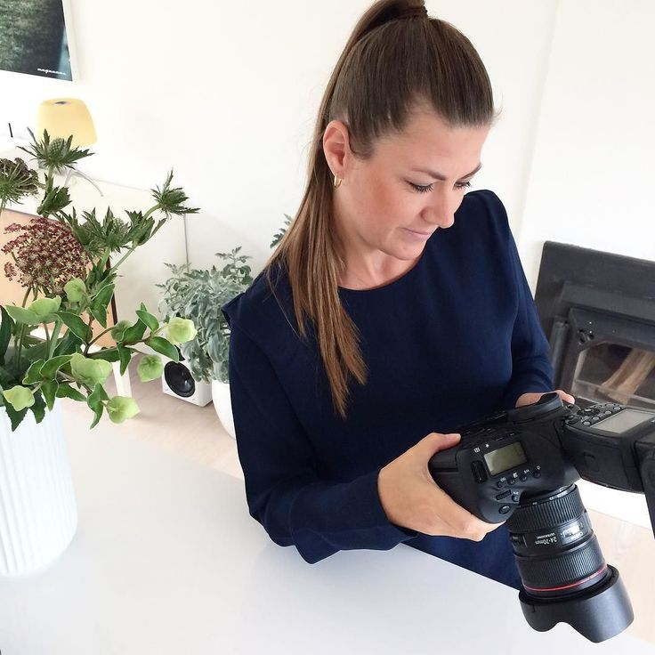 Co-founder of ENIITO checking images of todays photoshoot at her house with @frederikkeheiberg. More to come