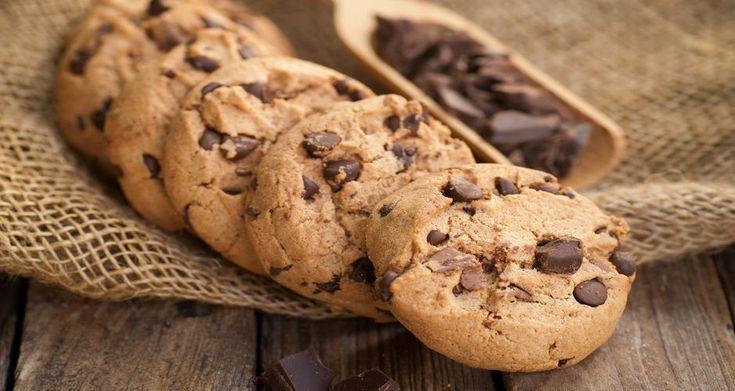 Οταν φτιάξετε ζύμη για μπισκότα καλύτερα φτιάξτε διπλή δόση και παγώστε στην κατάψυξη τη μία για έως και τρεις μήνες σε ένα αεροστεγές δοχείο!