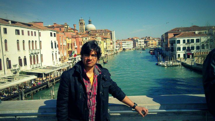 On the bridge of Venice.  The city of water.   #Italy #Venice #water #Centro