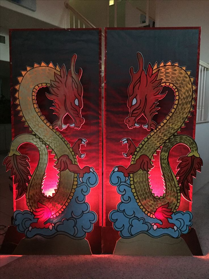 Magalie Sarnataro's props. Dragons : foam board cutouts paint Background foam board covered with black paper and red light spot Asian themed party