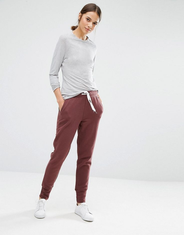 Buy it now. Vero Moda Contrast Tie Jogger - Brown. Joggers by Vero Moda, Soft-touch knitted fabric, Drawstring waistband, Side pockets, Fitted cuffs, Relaxed fit, Machine wash, 65% Polyester, 35% Cotton, Our model wears a UK S/EU S/US XS and is 175cm/5'9 tall. ABOUT VERO MODA Danish fashion house, Vero Moda, made their mark on the fashion scene by using top models Kate Moss and Gisele Bundchen in their marketing campaigns. With emphasis on quality, affordable and inspiring clothing; their…