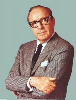 After a 23-year run on the radio, Jack Benny signed off from his live radio show 1955 to concentrate on TV full-time. The comedian & his beloved regulars, including wife, Mary Livingston, Eddie 'Rochester' Anderson, Dennis Day & Don Wilson, brought 'The Jack Benny Show' to TV in 1950. The series ran until 1964 on CBS and then moved to one last season on NBC.
