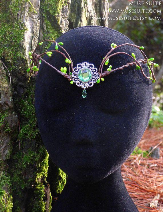 Tiara elfica - Corona del bosque - Tiara UNISEX #deer #ciervo #tiara #crown #diadem #headpiece #headdress #diadema #corona #tocado #bosque #forest #woodland #elf #elfic #elvish #elven #elfico #elfica #fantasy #fantasia #cuernos #musesuite #etsy #handmade #etsyfantasy #boho #fairy #faery #fae #hada #hadas