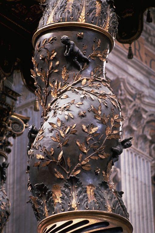 Detalhe de uma coluna de Baldacchino de São Pedro, desenhado por Bernini, 1624-1633. Localizado em Roma, Itália