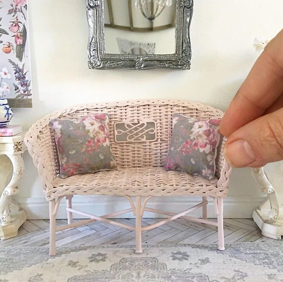 Miniature wicker settee blush pink Dollhouse Roombox