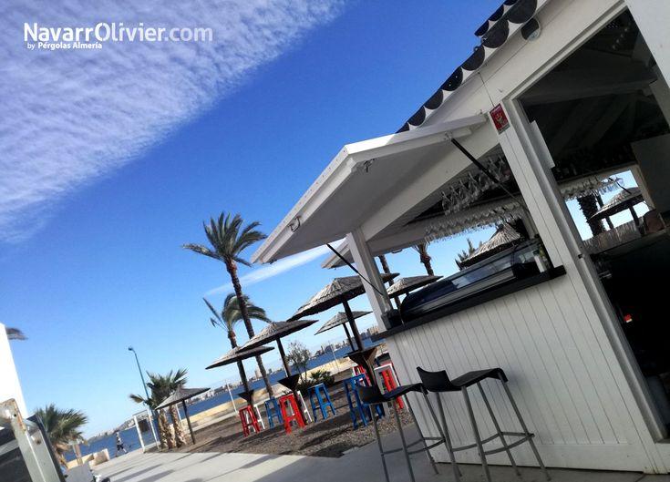 Chiringuito modular blanco en madera para exterior. Rincón Cubano, Playa Honda, La Manga, Mar Menor, Cartagena.   #chiringuito #caseta #beachbar #Cartagena #terraza #hosteleria #Lamanga #Murcia #SemanaSanta2018