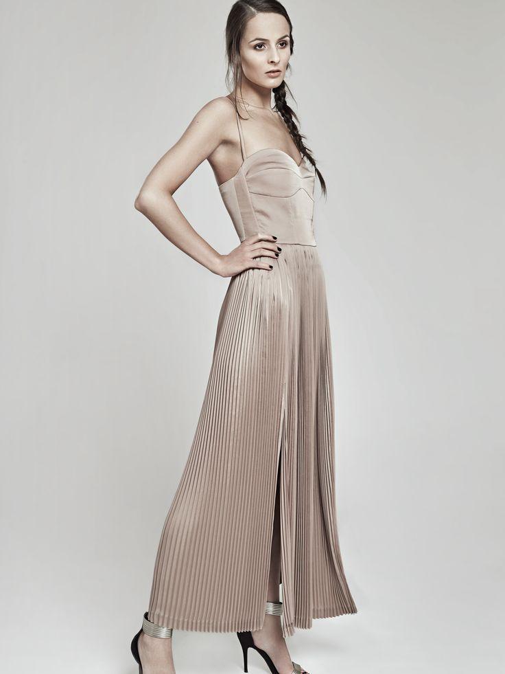 Pleated dress by Oana Pop  Photo: Zoltan Mihaly Model: Pasca Denisa Mua: Ioana Malai Hair: Leve Iuhos #fashion #fashioncatalog #pleateddress #pleatedfabric