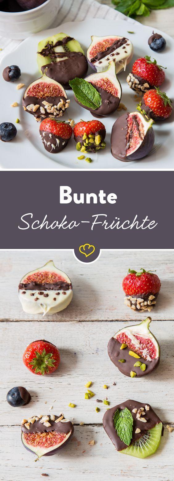 Tunke dein Obst doch mal in geschmolzene Schoko und kombiniere den fruchtigen Geschmack mit einer knackigen Süße?! Einfach top!