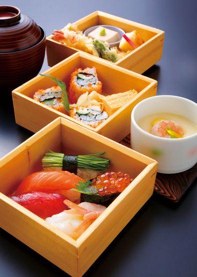 Assorted Sushi, Tempura and Chawanmushi (Japanese steamed egg dish)|玉手箱